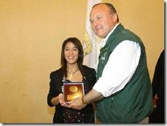 Nadia Arias, periodista de TVN y el alcalde de Temuco, Miguel Becker