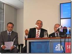 Tuma presenta proyecto que busca incorporar derechos de los consumidores a la Constitución