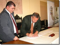 Departamento de Salud Municipal de Angol y CONACE firman política de prevención