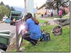 Construyen baranda para ruta internacional en Curarrehue
