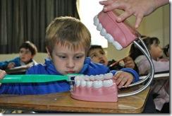 Clínica odontológica de la Universidad Mayor educa para prevenir