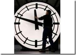 Se atrasa (por fin) en una hora los relojes este sábado