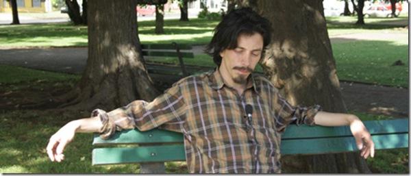 Rodolfo Hlousek nos golpea la mesa y hace patente nuestro estado de desorden desde su poesía