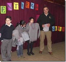 Alumnos de escuelas municipales de Padre las Casas reciben uniformes escolares
