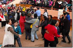 Inigualable rifa manos solidarias: baile, música y premios engalanaron tarde del adulto mayor