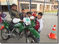 Niños de Escuela de Verano disfrutaron charla con Carabineros de Chile