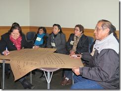 Dirigentes registrando comentarios sobre Programa Orígenes Victoria