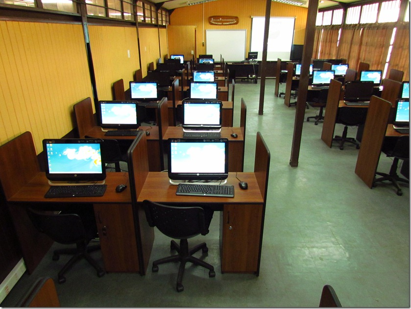 Millonario proyecto de inaugura en Liceo Municipal de Curarrehue (1)