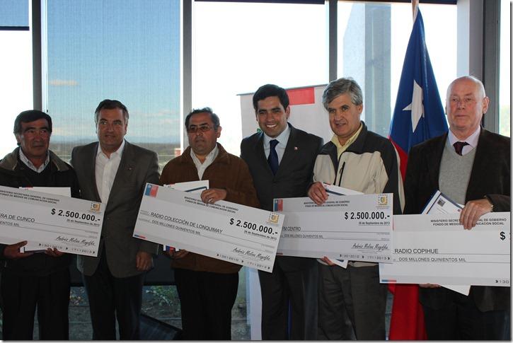 Parte de los 22 ganadores del Fondo de Medios 2013, entregados en edificio de la Intendencia Regional Araucanía
