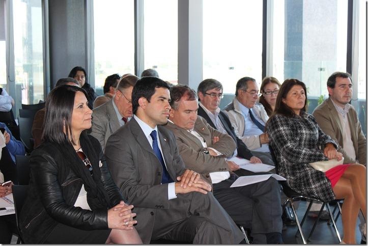 Seremi Mauricio Vial en entrega Fondo Medios 2013, junto a Intendente Regional y Seremis