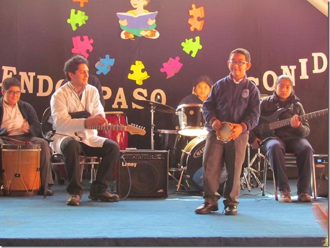 Jordan Fierro destaca en grupo musical