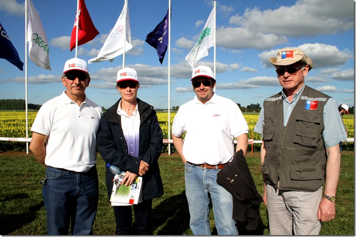Haroldo Salvo, Director CGNA_ Elena Fitzner, agricultora_ Federico Iñiguez, investigador CGNA_ y Guido Pérez, SAG.
