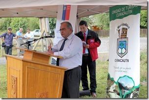 Ministro Alberto Undurraga y director nacional de Vialidad realizan puesta en servicio conservación de caminos básicos en Curacautín  (1)