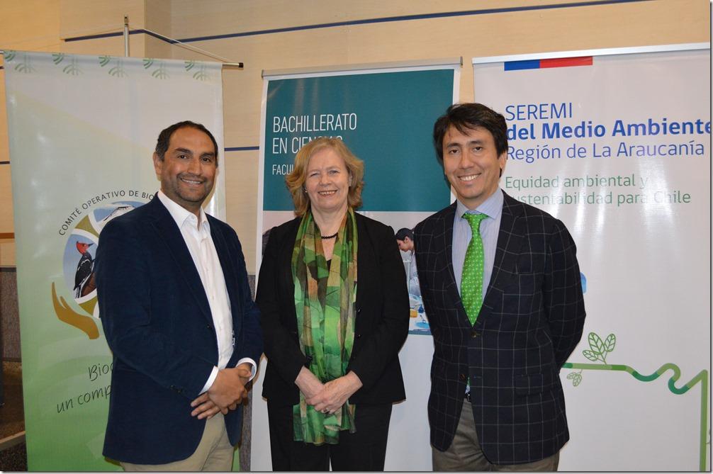 Bernardo Pardo, director regional Sernapesca -Rosemarie Junge, rectora Santo Tomás - Marco Pichunmán, Seremi de Medio Ambiente (1)