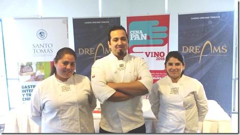 Raul Mellado, Docente Gastronomia Internacional, CFT Santo Tomas y alumnas