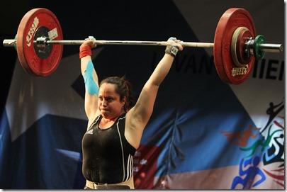 JUEGOS DEPORTIVOS NACIONALES, SANTIAGO 2013. En el Centro de entrenamiento Olimpico se desarrollo la 2da jornada de Pesas mujeres 69 Kilos, de los Primeros Juegos  Deportivos Nacionales 2013. 05/10/2013 MARIO RUIZ