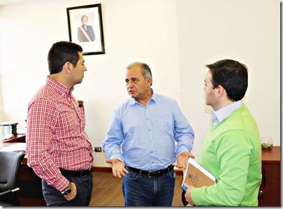 Alcalde de Curacautín y Director Regional de Vialidad revisaron situación de caminos de la comuna (4)
