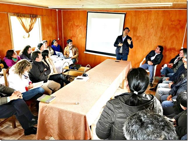 Director Manuel Robles sostuvo encuentro con vecinos de Nehuentúe y Comunidades Mapuche para abordar temas viales del sector (2)
