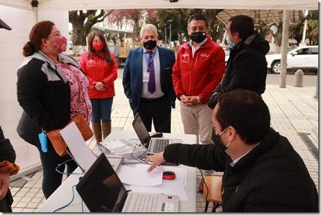 Gobernador de Cautín, Richard Caifal, Alcalde de Cunco, Alfonso Koke y Director regional IPS-ChileAtiende, Joaquín Nuñez
