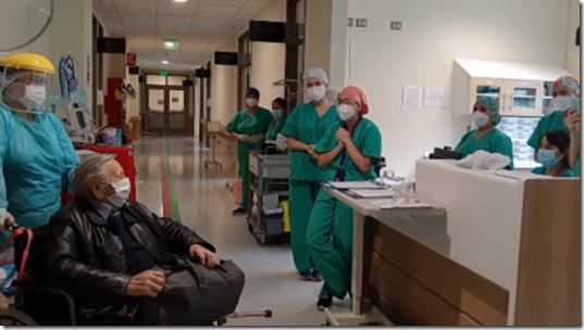 Fidel Zavala se despide del equipo de salud COVID del CAPLC que estuvo a cargo de sus cuidados (1)