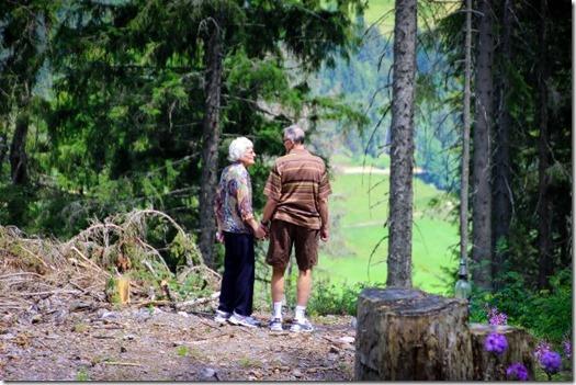 Abuelitos caminando